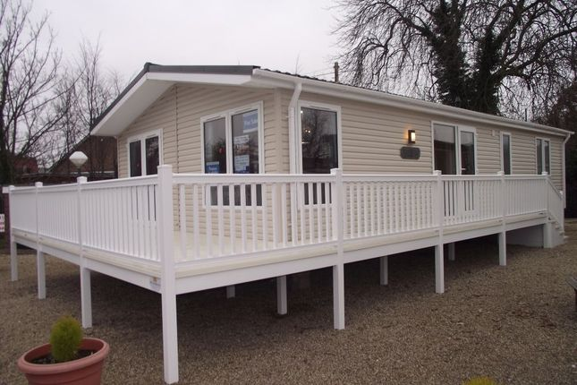 1 bed mobile/park home for sale in Valley Road, Clacton-On-Sea
