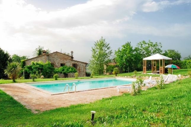 4 bed farmhouse for sale in Todi, Perugia, Umbria, Italy