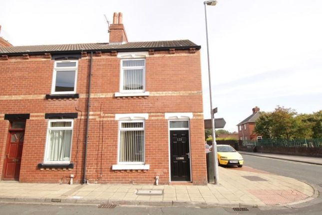 2 bed property to rent in Smawthorne Grove, Castleford WF10