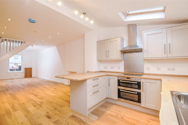 Thumbnail Property to rent in Highland Square, Clifton, Bristol