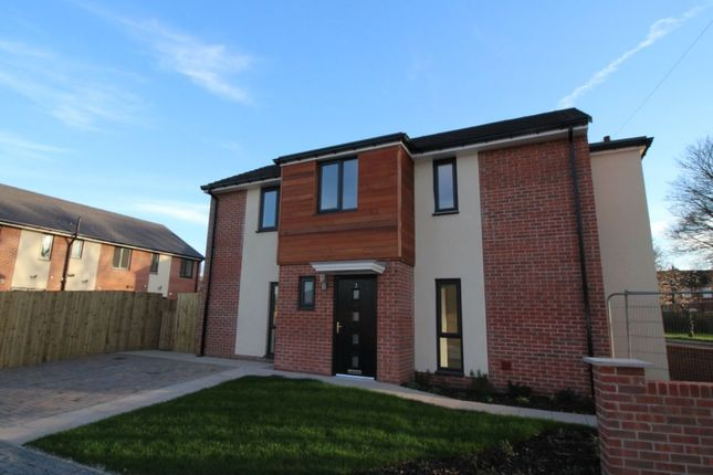 Thumbnail Detached house for sale in Wakefield Road, Normanton