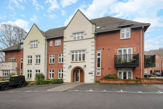 Thumbnail Flat to rent in Kings Lodge, Highcroft Road, Winchester