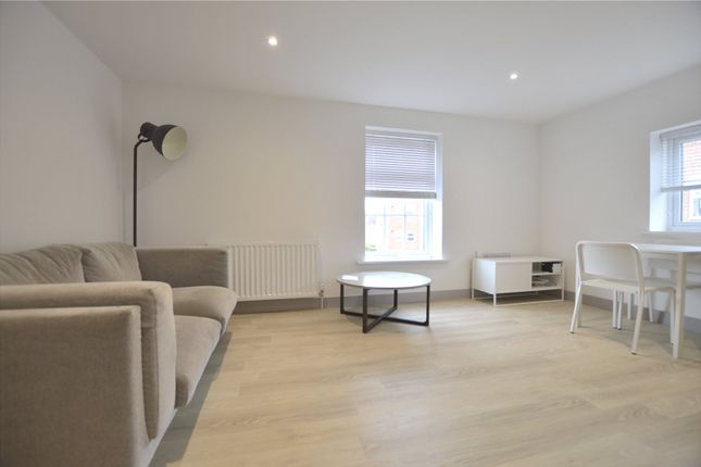 Thumbnail Flat to rent in London Court, East Street, Reading, Berkshire