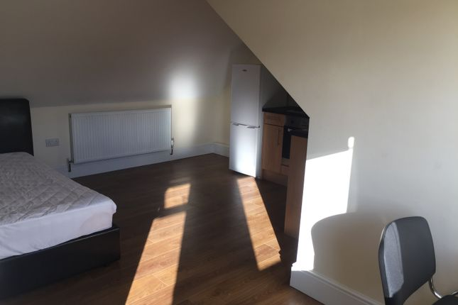 Studio to rent in London Road, Sheffield
