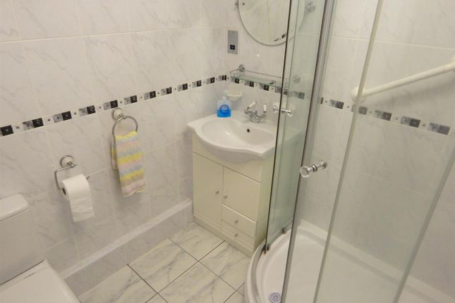 Shower Room of Wimblewood Close, West Cross, Swansea SA3