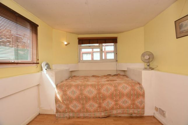 Bedroom of Charlotte Sara, Swan Island Harbour, Twickenham TW1