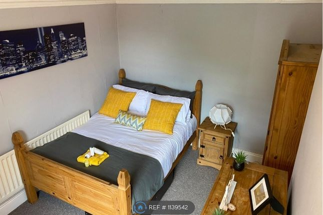 Room to rent in Market Street, Newton Le Willows WA12