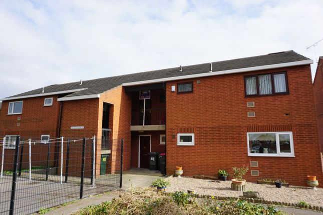 2 bed flat to rent in New Winterwell, Rotherham S63