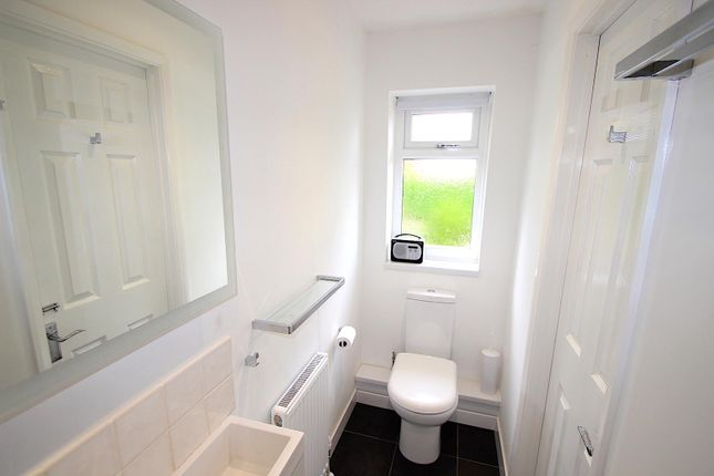 En-Suite of Lime Grove, Kirby Muxloe, Leicester LE9
