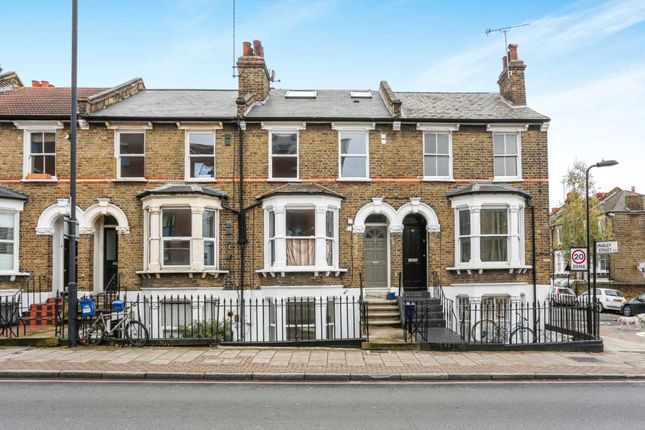 Thumbnail Flat for sale in Kenworthy Road, London