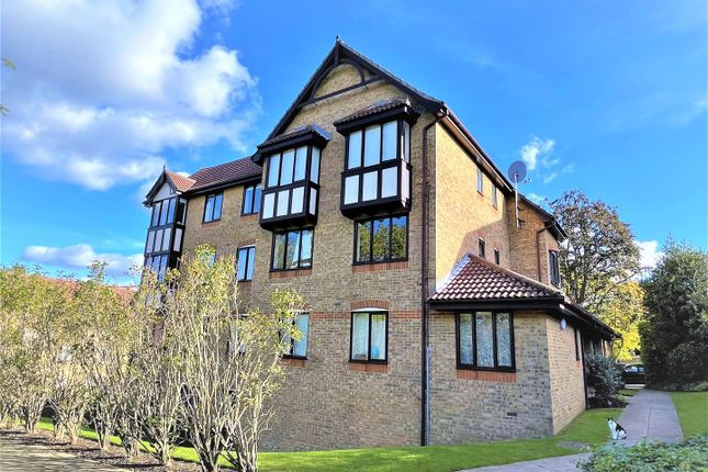 2 bed flat to rent in Durham Avenue, Bromley BR2