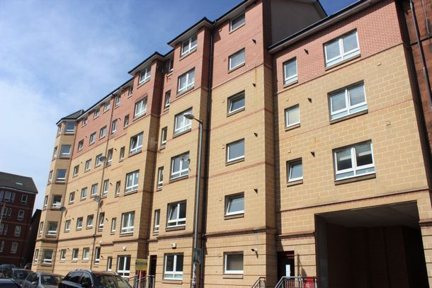 Thumbnail Flat to rent in Roslea Drive, Glasgow