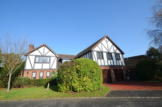 Thumbnail Detached house to rent in Warren Lodge Drive, Kingswood