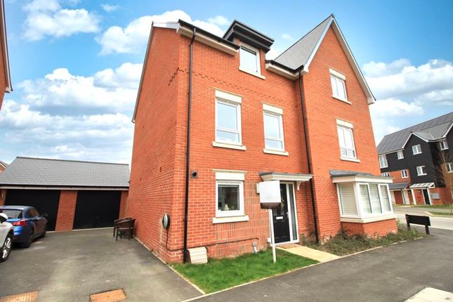 Thumbnail Town house for sale in Kingsman Drive, Botley, Southampton