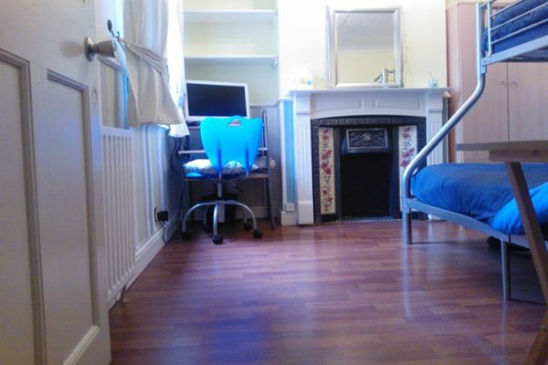 Thumbnail Room to rent in Riverdale Road, London
