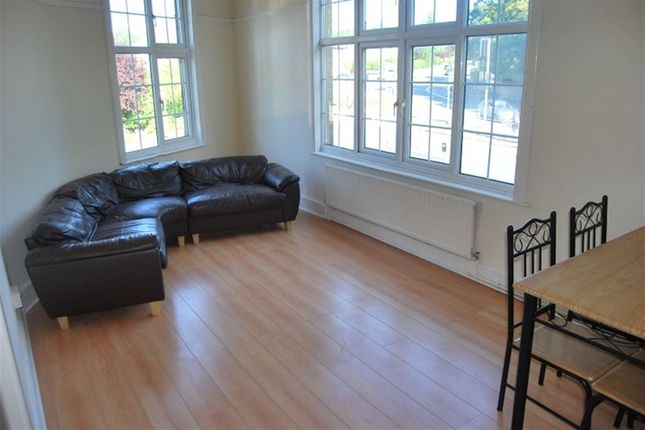 Thumbnail Flat to rent in Kepstorn Road, Weetwood, Leeds
