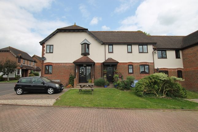 Thumbnail Flat for sale in Lakers Meadow, Billingshurst, West Sussex.