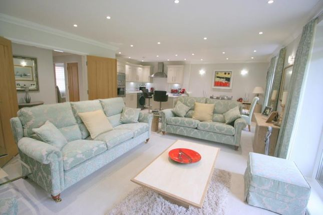 Thumbnail Flat for sale in Glenmore, Harold Road, Frinton On Sea