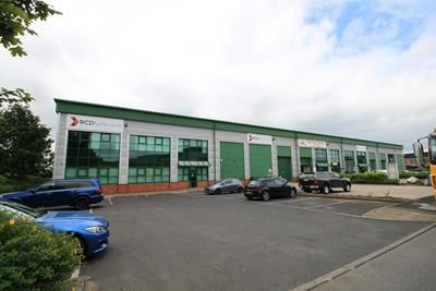 Warehouse to let in Unit 4, Hermes Court, Hermes Close, Warwick, Warwickshire