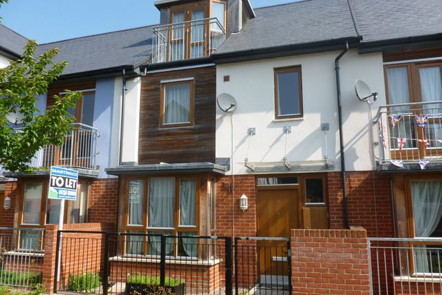 Thumbnail Town house to rent in Walnut Way, Basingstoke