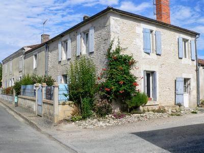 Properties for sale in la ronde cour on la rochelle for Garage ad la rochelle