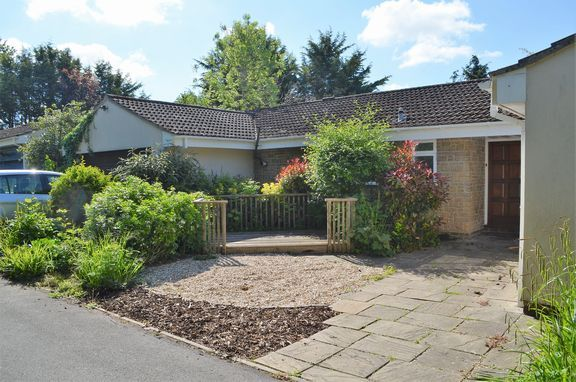 Thumbnail Detached bungalow to rent in Staplegrove Road, Staplegrove, Taunton
