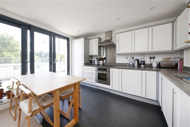 Thumbnail Flat for sale in West Norwood