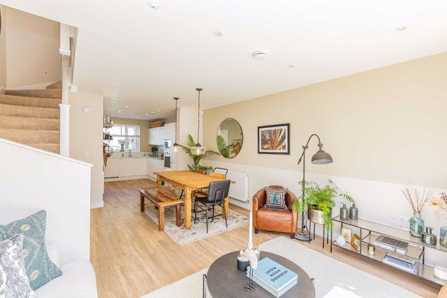 4 bed property for sale in Mina Park Crescent, St Werburghs, Bristol BS2
