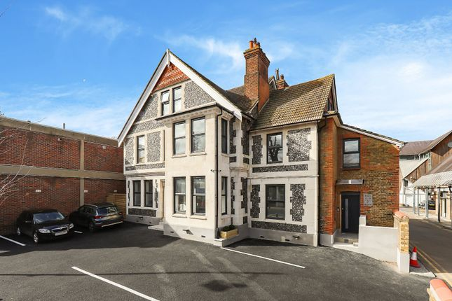 1 bed flat to rent in High Street, Carshalton SM5
