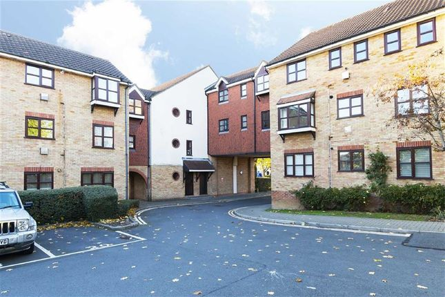 Thumbnail Flat for sale in Lea Court, The Ridgeway, Chingford