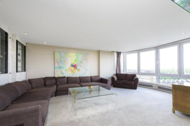 3 bed flat for sale in Norfolk Crescent, London