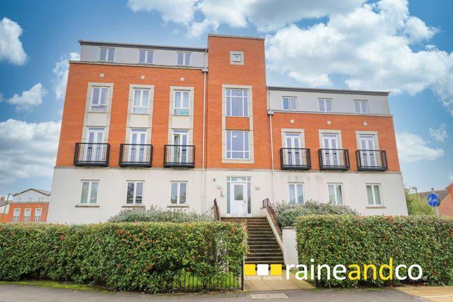 3 bed flat for sale in Dragon Road, Hatfield AL10