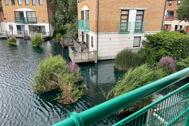 3 bed flat to rent in Plover Way, London SE16