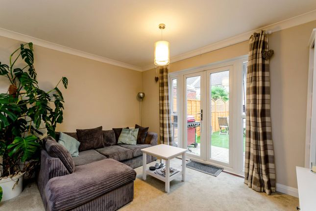 2 bed terraced house to rent in Riverdale Drive, Earlsfield