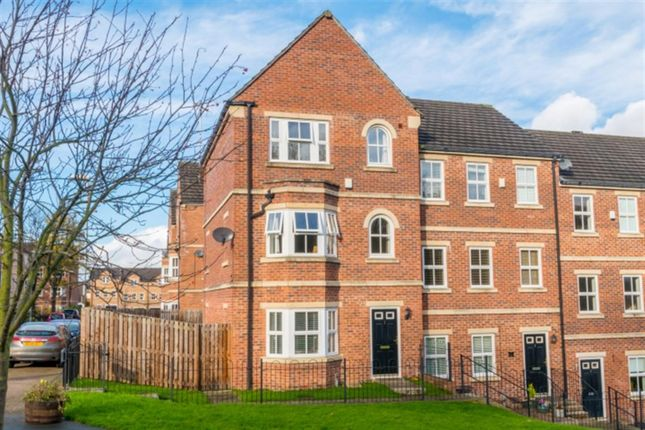 Thumbnail Town house for sale in Rayner Gardens, Farsley