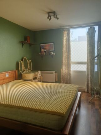 Thumbnail Flat for sale in Flat, Osprey Heights, Bramlands Close, London
