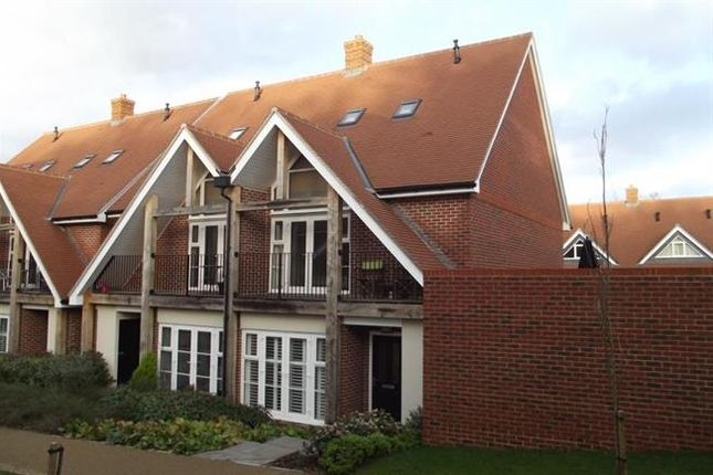 Thumbnail Semi-detached house to rent in Saxon Way, Guildford