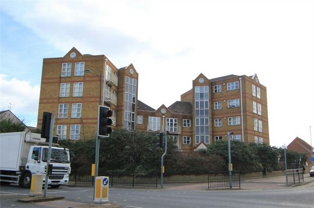 Thumbnail Flat to rent in Southchurch Avenue, Southend-On-Sea, Essex