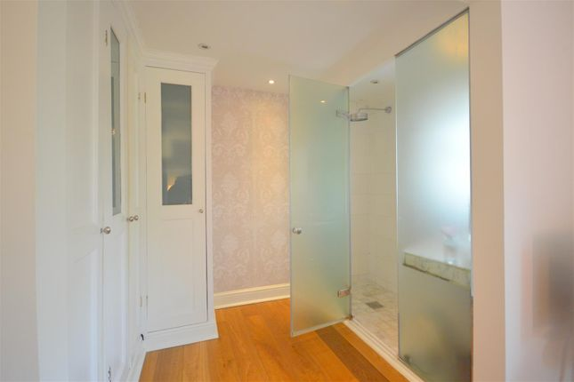 Dressing Area & Ensuite