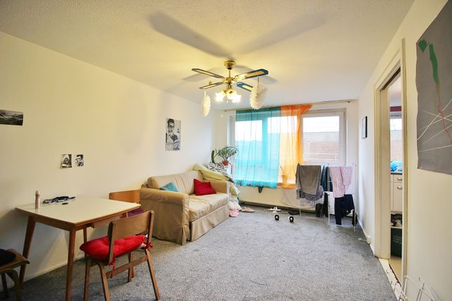Thumbnail Flat for sale in The Sandlings, London