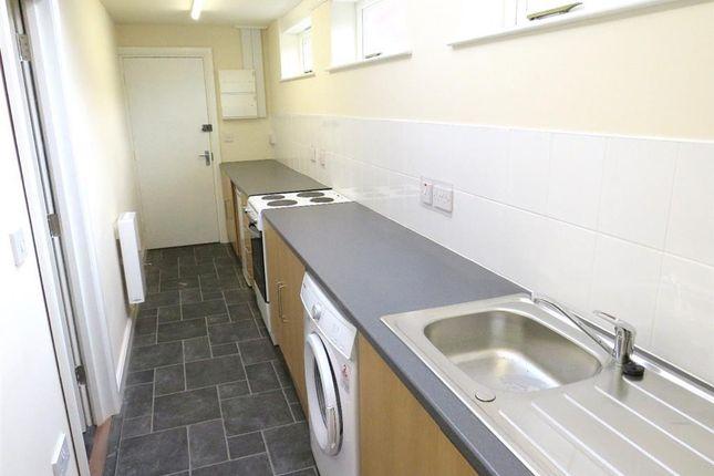 2 bed flat to rent in Victoria Road, Burton-On-Trent DE14