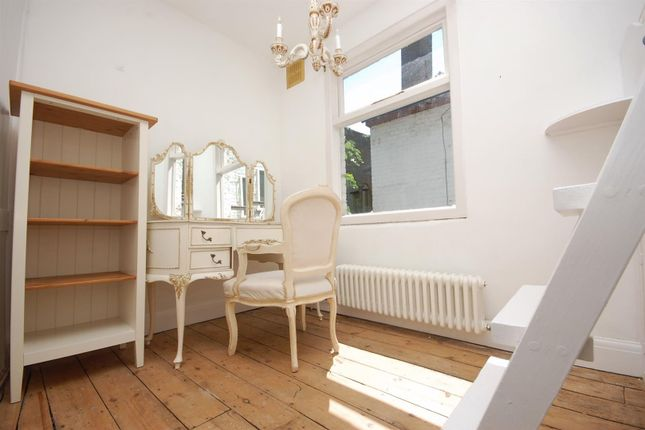 3 bed terraced house to rent in Thames Street, Hampton TW12
