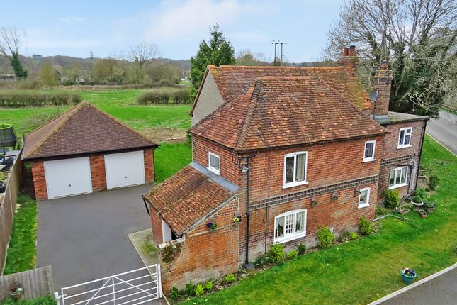 Thumbnail Detached house for sale in Crookham Hill, Thatcham