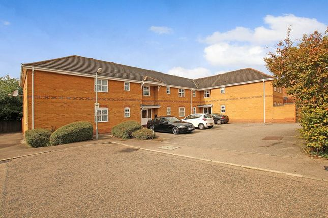 Thumbnail Flat for sale in Wallace Drive, Wickford