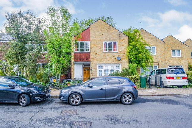 Thumbnail Semi-detached house for sale in Foxborough Gardens, London
