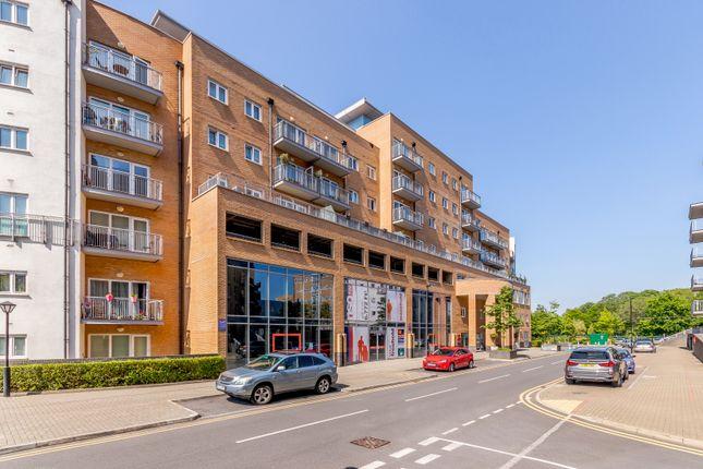 Thumbnail Flat for sale in Peebles Court, Croydon