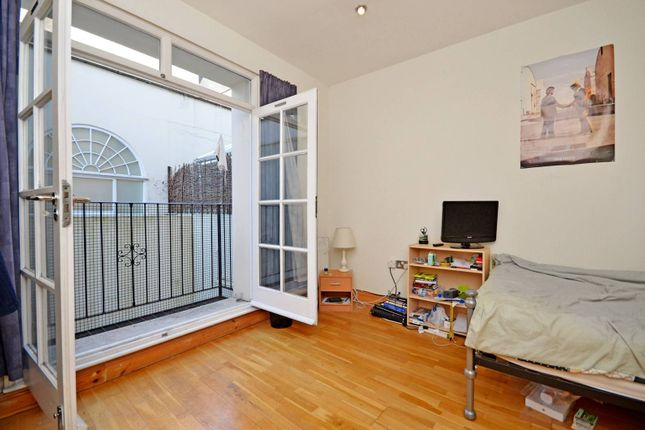 4 bed flat for sale in White Horse Lane, Stepney