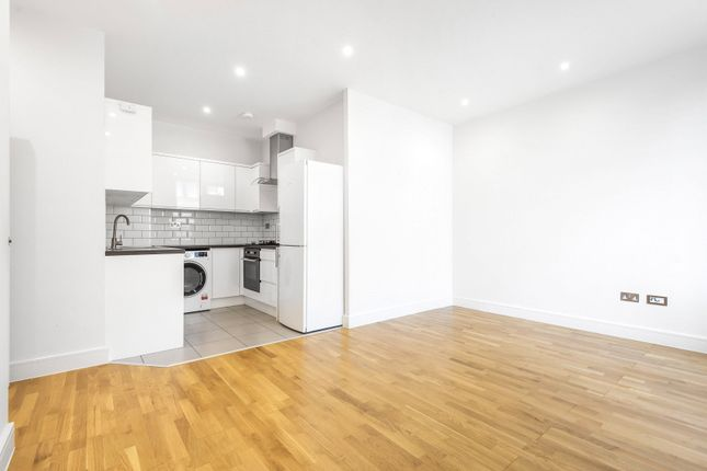 Thumbnail Flat for sale in Consort Way, Horley