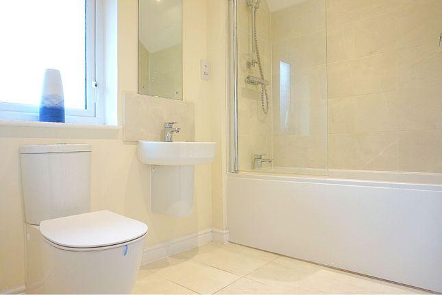 Family Bathroom of Mundells Drive, Basildon SS15