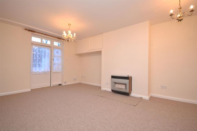 2 bed flat to rent in Watermead Close, Bath